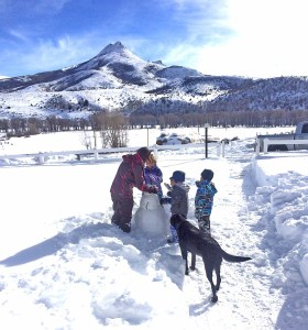 Megan, Rhen and McCoy with snowman and Marley