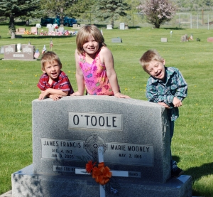 Rhen, Maeve and Tiarnan with Great-Grandpa Jim O'Toole's grave