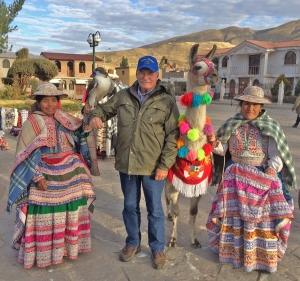 Pat with ladies, hawk and llama in Yanque